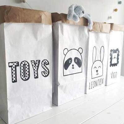 Paperbags met naam kraamcadeau