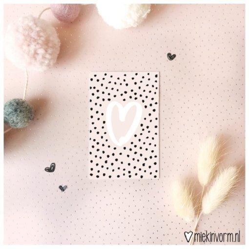 mini kaartje roze met groot hart, miekinvorm, hartjes kaart, liefsvanlauren.nl