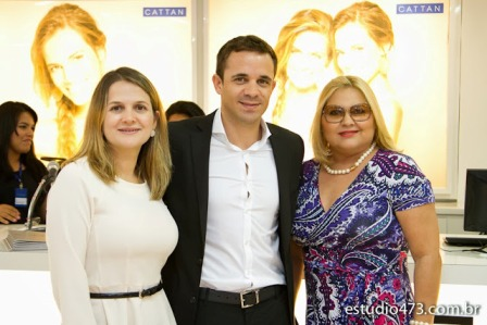 9 - Fernanda e Flavio Catao com a jornalista Liege Barbalho. Foto estudio 743