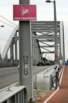 Mijn fiets op de John Frostbrug, ik haalde Arnhem!
