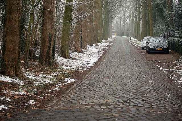 Nabij het station van Nuenen werd een pad voor alleen fietsers aangelegd.