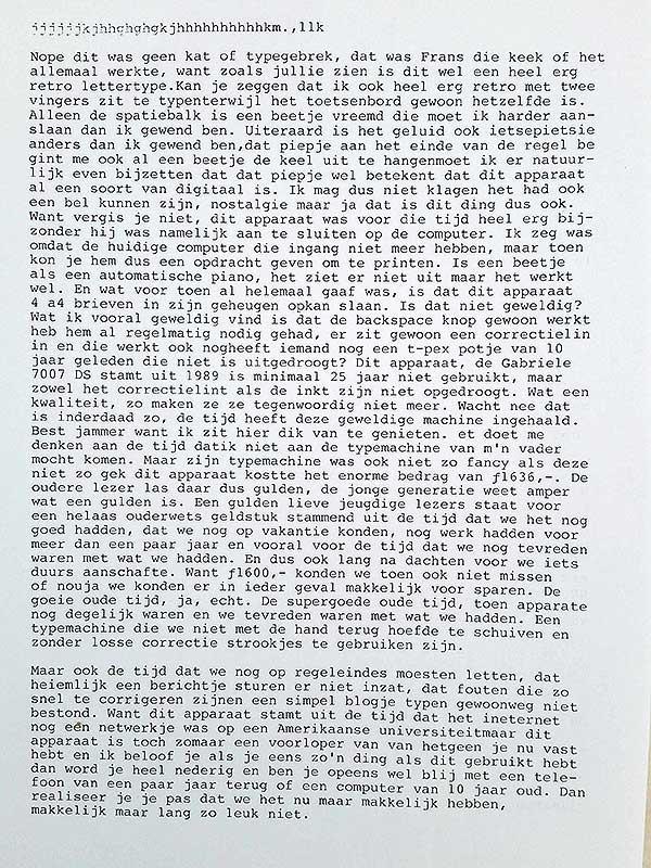 Een getypte blog op een retro typemachine