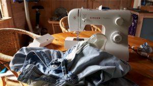 naaimachine,tuinhuis,kou,uitdaging,boekje,gebruiksaanwijzing,naalden,spijkerbroek
