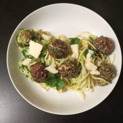 Vegetarische quiche met courgette, feta en verse munt