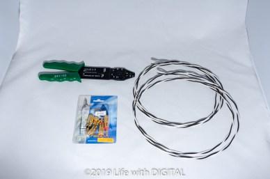 ケーブルの加工には、ワイヤーストリッパーを使った。