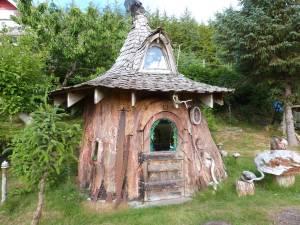Hobbit House Tree-Stump-4