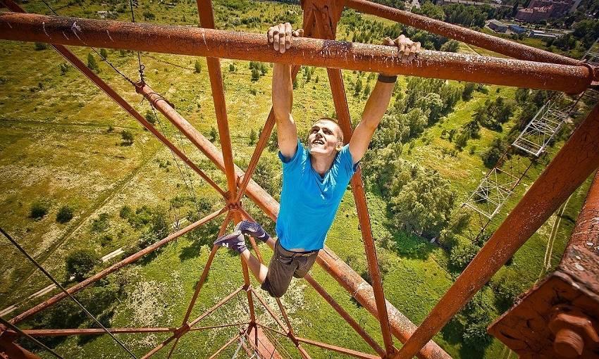 12-Teen Russian Skywalkers Climbing the World's Highest Buildings