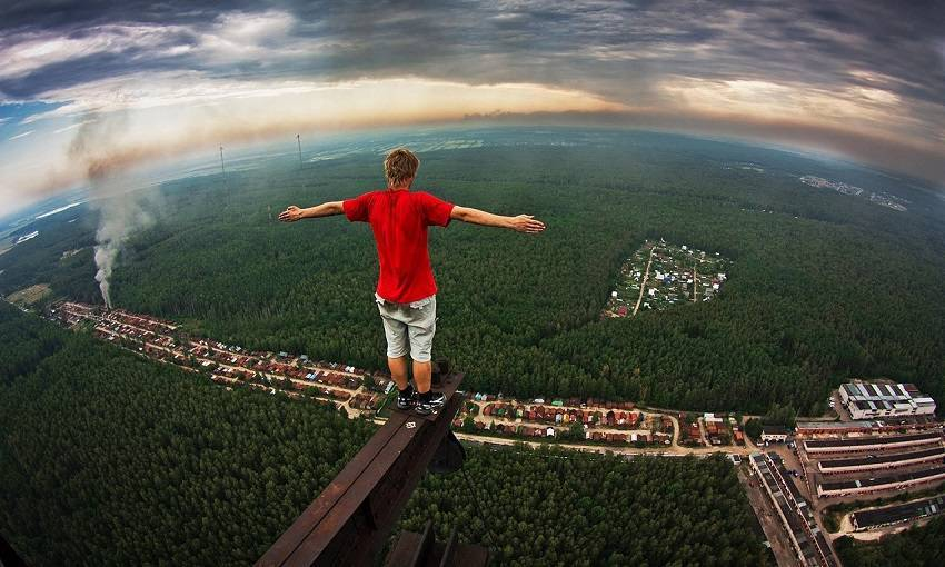 Teen Russian Skywalkers Climbing the World's Highest Buildings