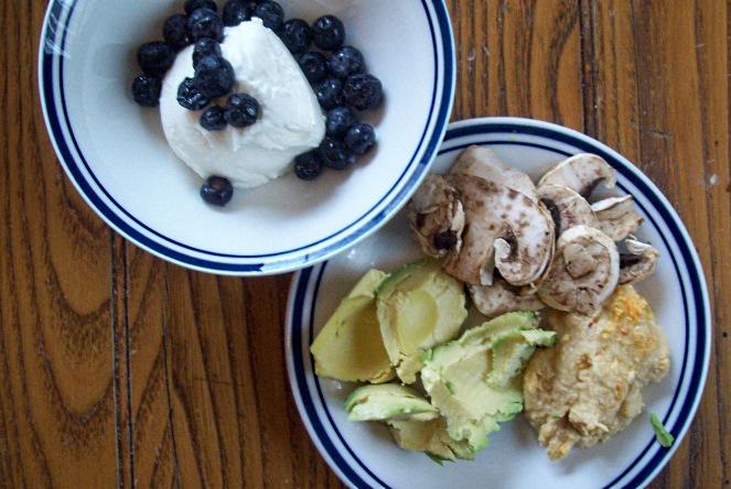lunch_avoc_mush_hummus_yogurt