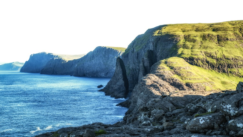 The spot where Leitisvatn reaches the ocean
