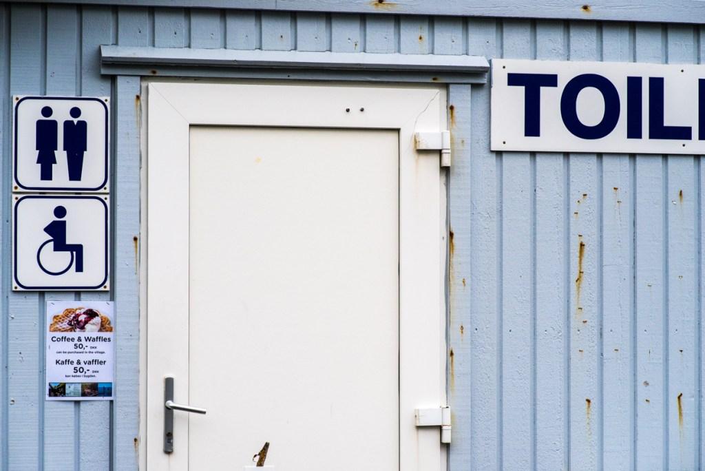Public restroom at Tjørnuvík