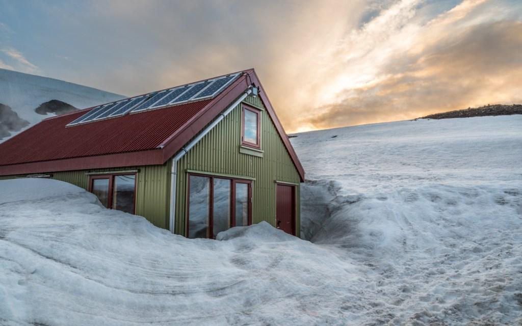 Snow near Hrafntinnusker