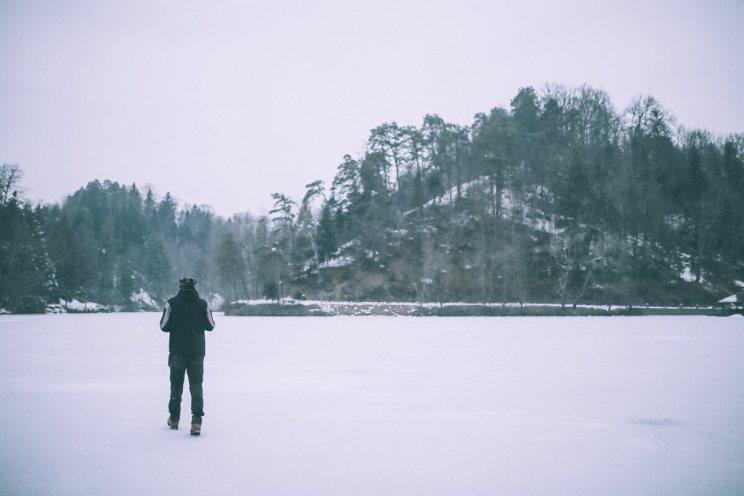 frozen-trakoscan-lake