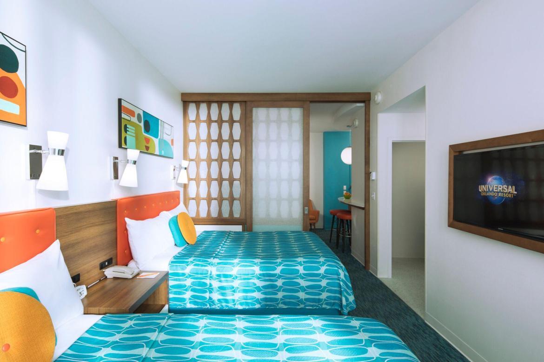 Should we stay in a Villa or a Hotel in Orlando?