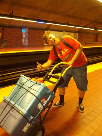 Carrying equipement in the metro