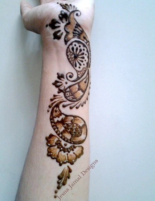 simple-mehendi-wrist-design