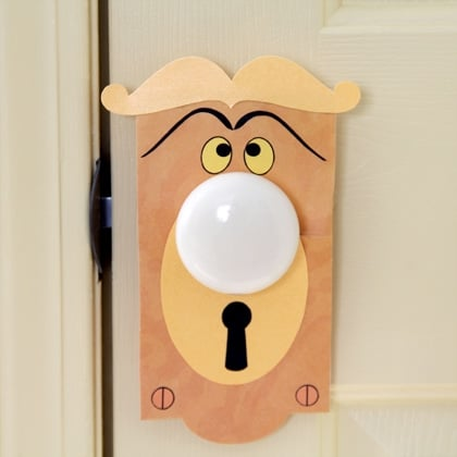 Need some ways to dress up a child's room without having to paint all the walls? Here are some ideas I found to decorate a child's bedroom door.