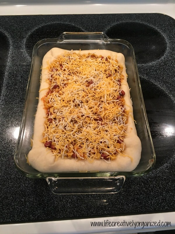 Stuffed crust chili pizza - easy weeknight dinner!