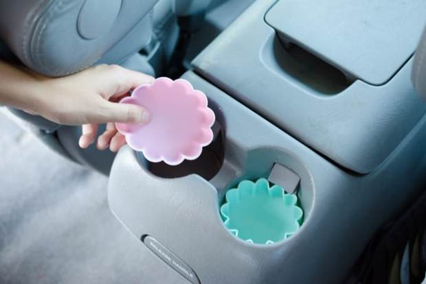 Ten ways to organize and clean your car! Keep car clean with cupcake liners in cup holders