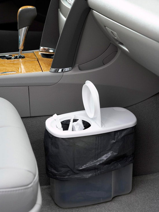 Ten ways to organize and clean your car! Use a cereal container as garbage can in your car.