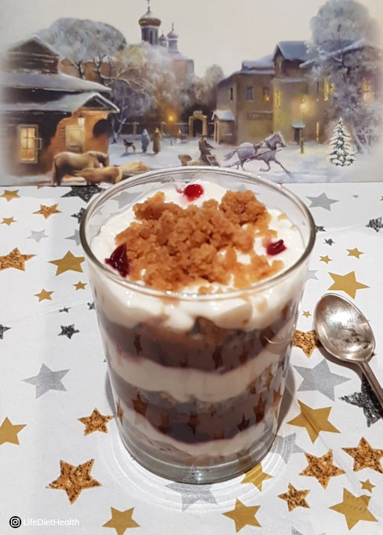 individual trifle with a snowy & starry background