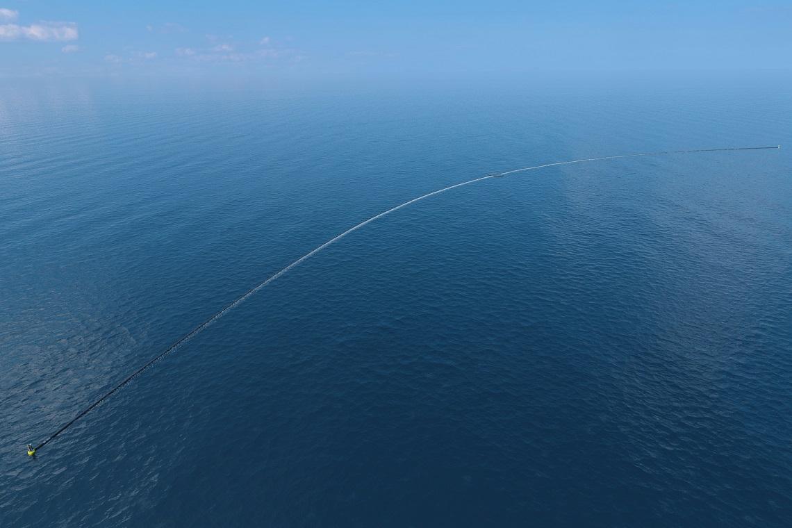 L'Ocean Array Cleanup è il più grande strumento di pulizia degli oceani creato