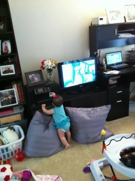 KK watch TV