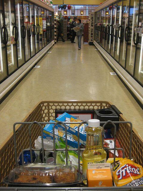 How I Lowered My Grocery Bill by 60% - MoneySavingMom.com