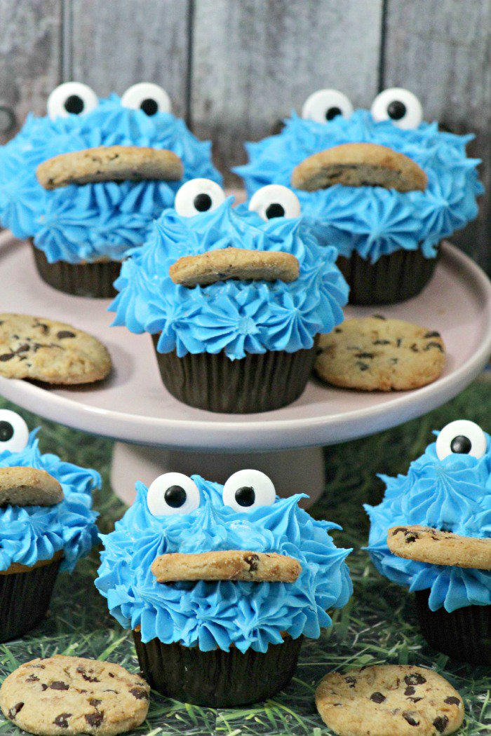 Week 85 Sunday's Best Featured Post Sesame Street Cookie Monster Cupcakes from The Jenny Evolution