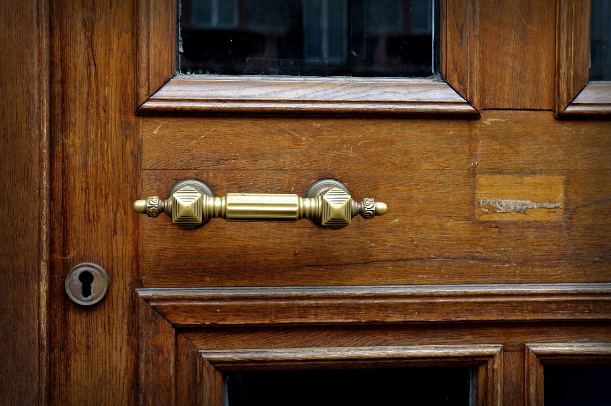 The Doors Are Sticking - 4 Signs It's Not the Home of Our Dreams