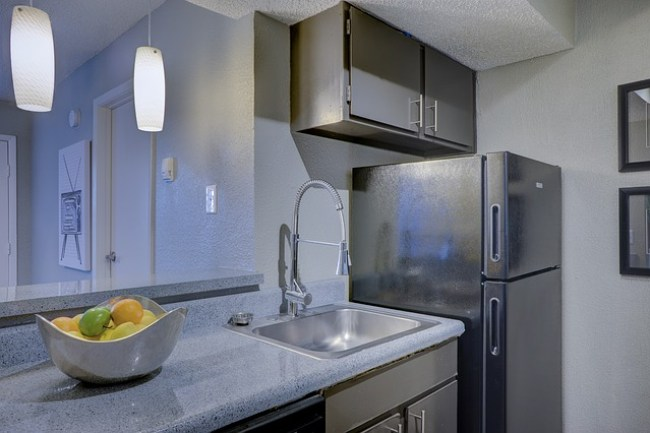 8 Tips for a Spotless Kitchen - Clean Countertops