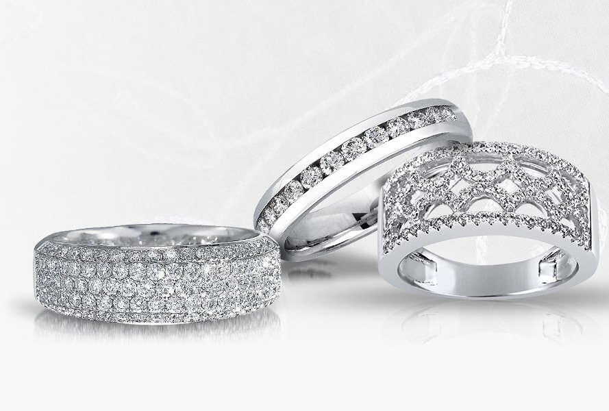Tell her you'd marry her all over again with an anniversary band