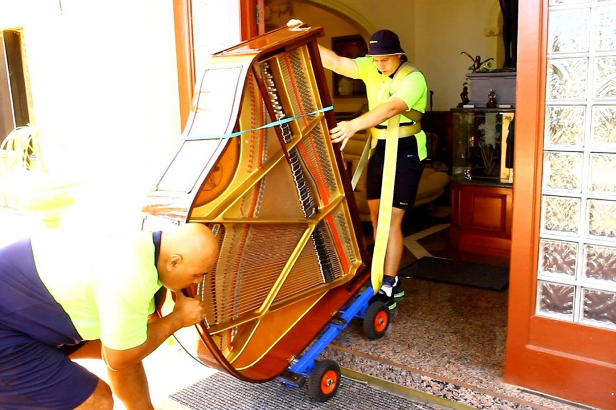 How to Move Large Furniture the RIGHT Way