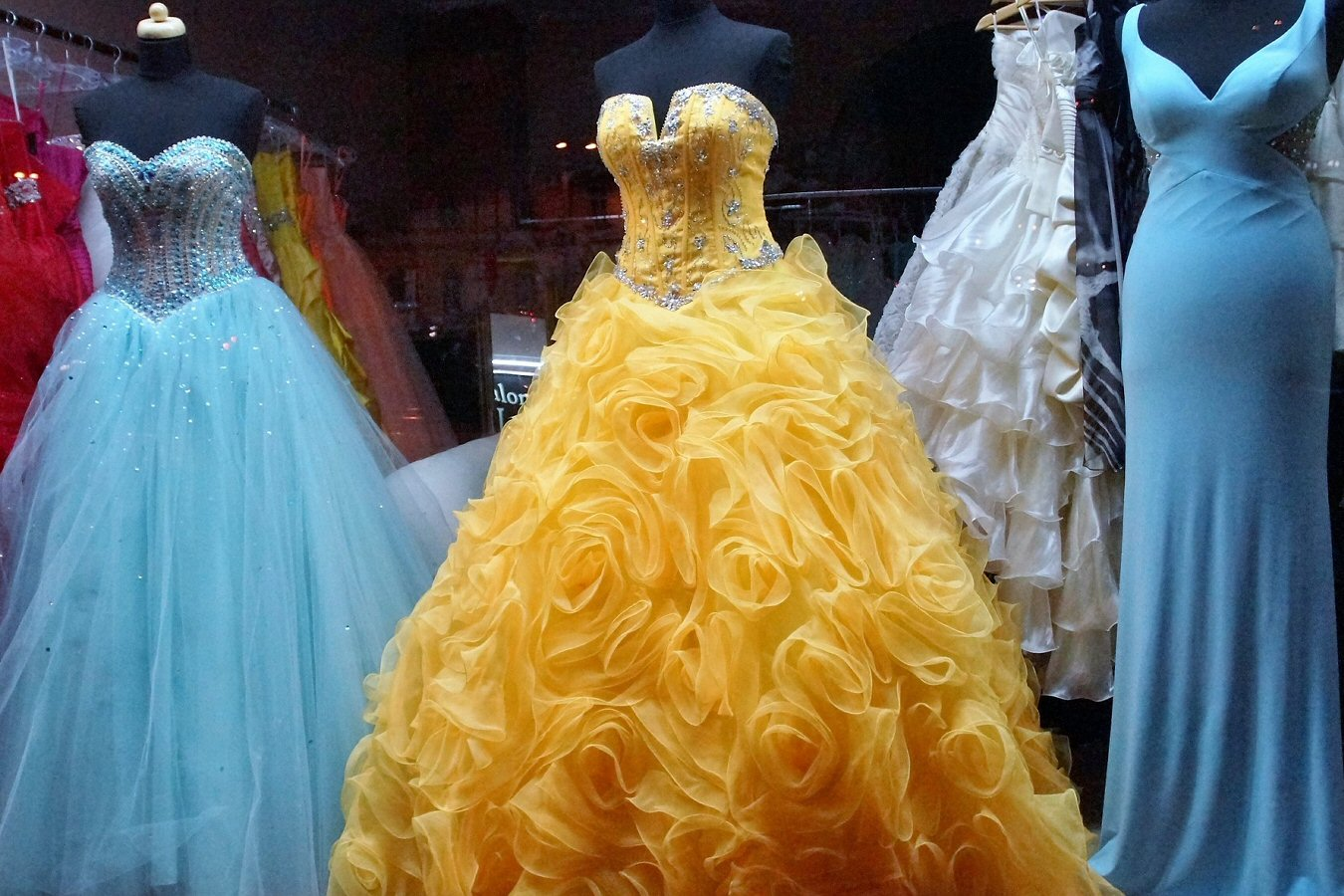 choose the right prom dress for you