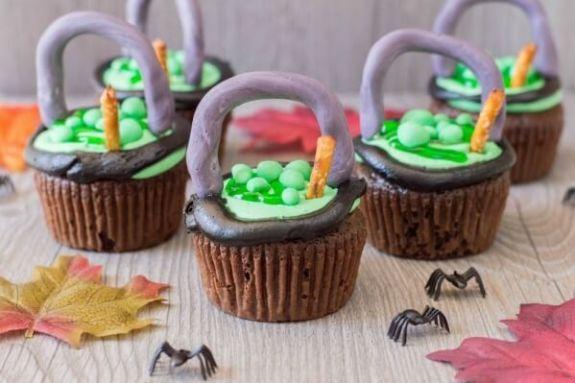 Week 251 Witch Cauldron Cupcakes from Janine Huldie