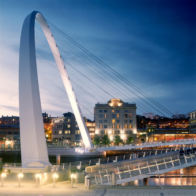 You could have an amazing view of the Millenium Bridge when you stay at the Mal