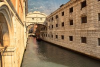 Four Curiosities on Venice's Ponte dei Sospiri