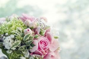 arrange bridal bouquet