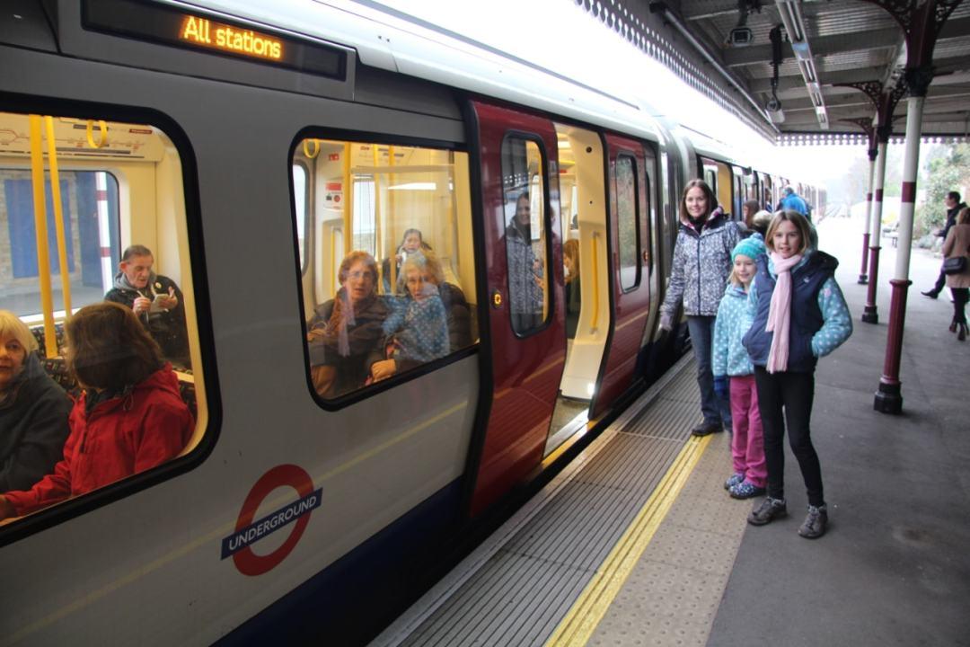 London 1 - 1 (12)-min