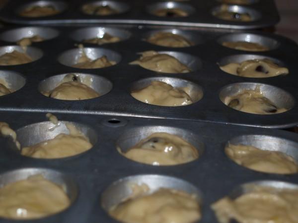 mini chocolate chip banana muffins