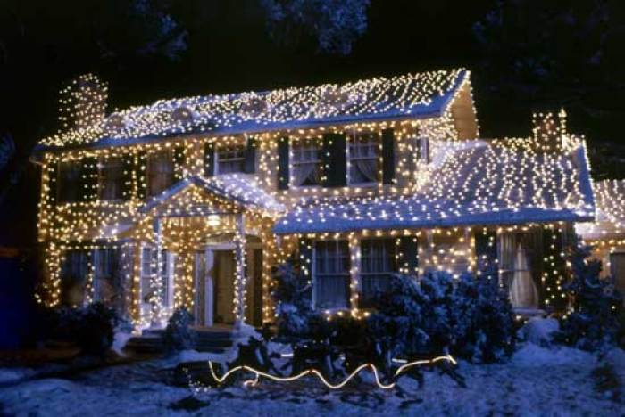 ten essentials to decorate for Christmas,Griswold-House-lights-2