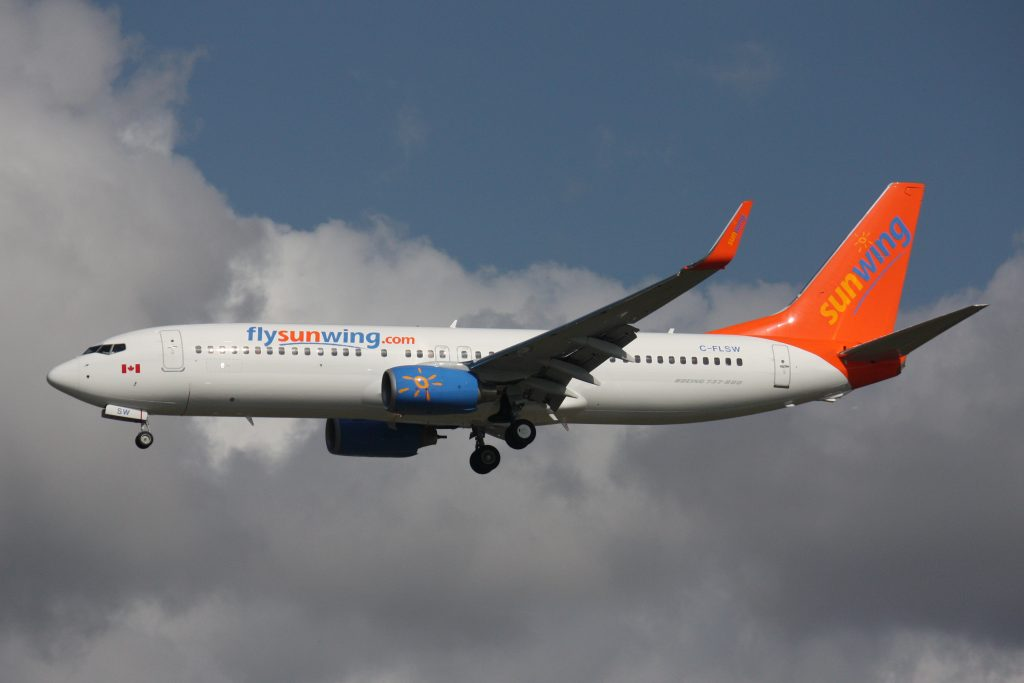 packing tips for airline travel, Sunwing-B737-C-FLSW-2008-10-05-YVR
