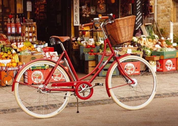 britania red touring bicycle