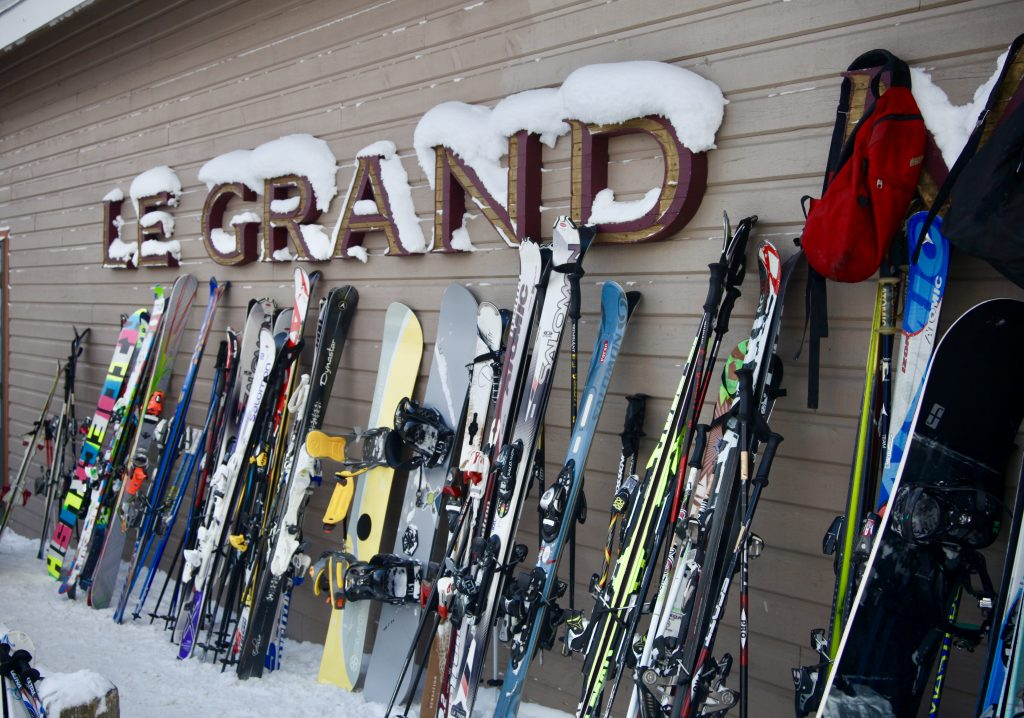 dining in mont tremblant, le grand manitou, cafeteria option, ski hill