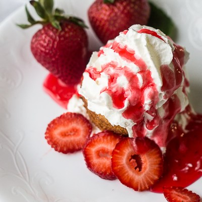 Two Ingredient 7UP Cupcakes – Strawberry Shortcakes