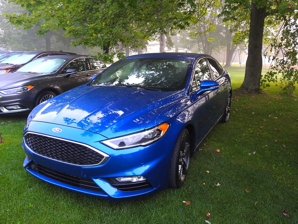 Blue Ford Fusion V6 Sport