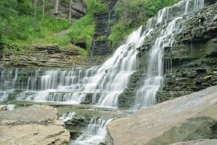 Albion Falls - A short list of some of the nicest waterfalls in Hamilton, complete with nearby walking and biking trails.