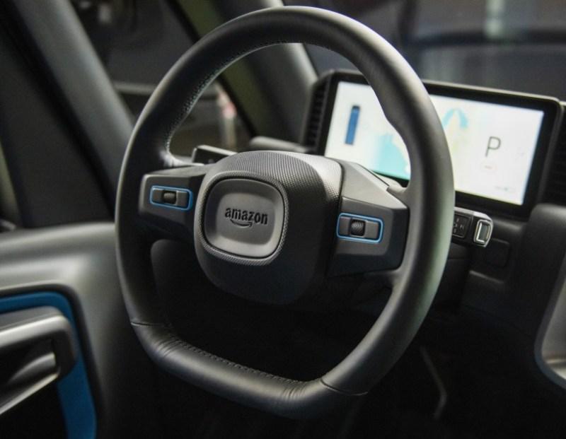 Si tratta dei veicoli elettrici di Amazon che verranno utilizzati per le consegne.