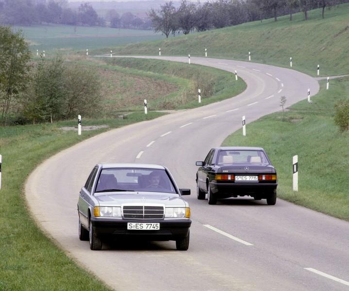 L'esordio della classe compatta #MercedesBenz nel 1982 dà il via a un futuro doppiamente brillante: è l'inizio della tradizione della #classec. È anche il segnale di avvio dell'offensiva dei modelli del marchio. Questa strategia trasforma #MercedesBenz da un produttore di alta gamma tradizionale in un marchio di lusso moderno e di ampio respiro.
