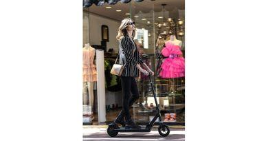 Ypsilon e-scooter è da oggi la soluzione di micro mobilità urbana sostenibile firmata Lancia